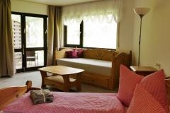 1 Doppelbett und 1 hochwertiges Sofabett