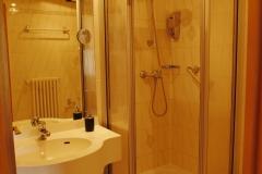 mit Dusche und WC