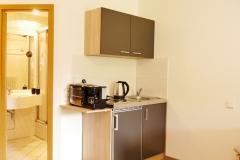 mit voll ausgestatteter Kleinküche